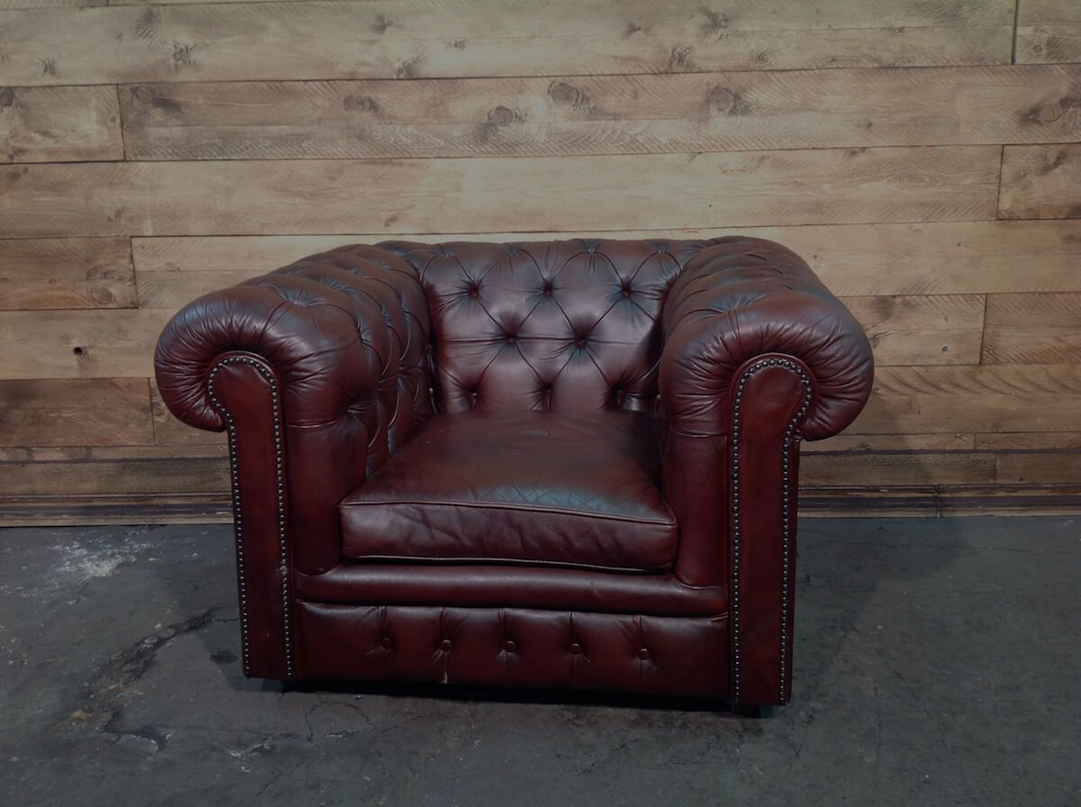 English Chesterfield Club armchair in genuine brown leather img_90112.jpg