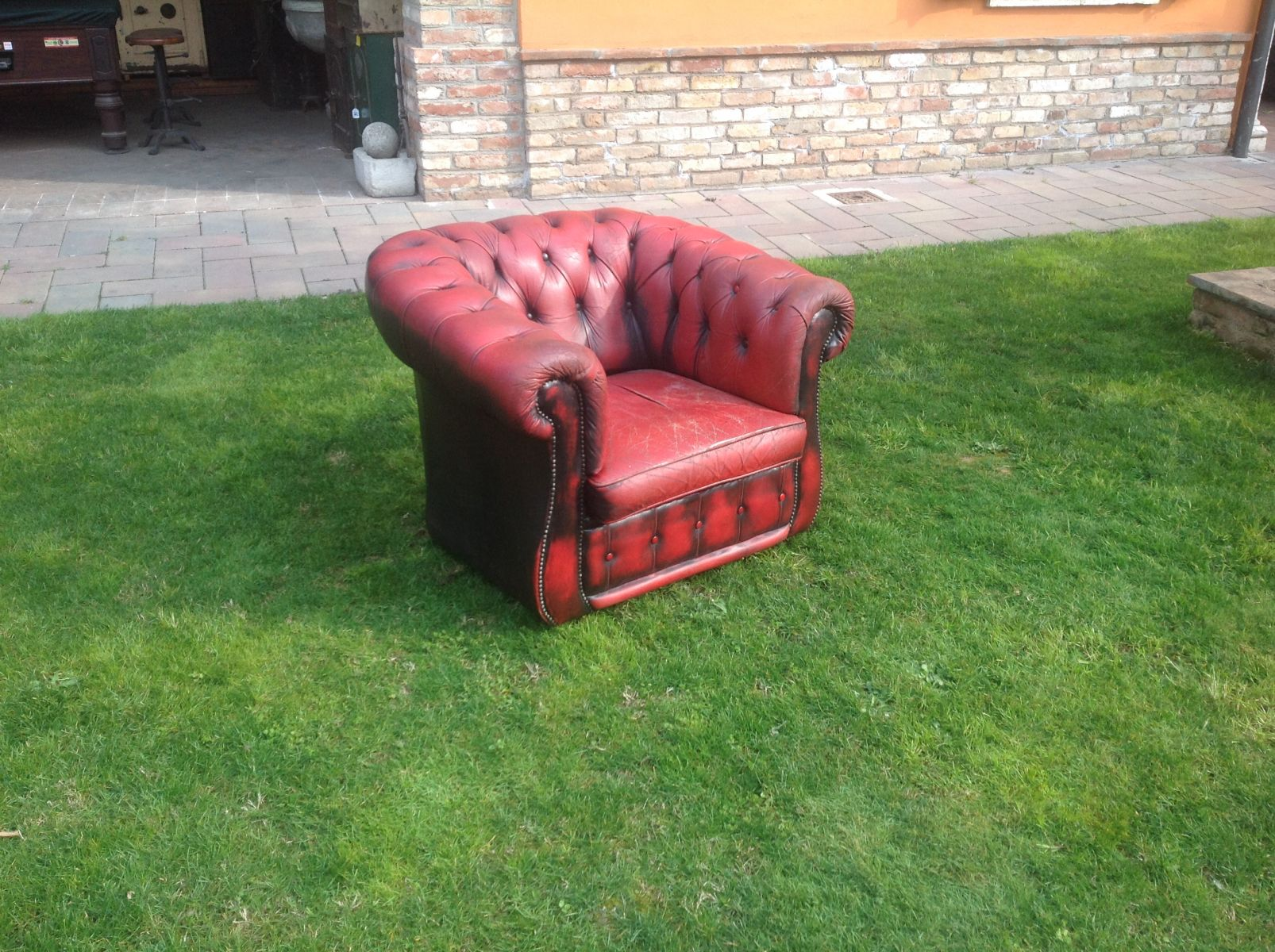 Poltrona Chesterfield Club originale inglese vintage in vera pelle color rosso img_0476.jpg