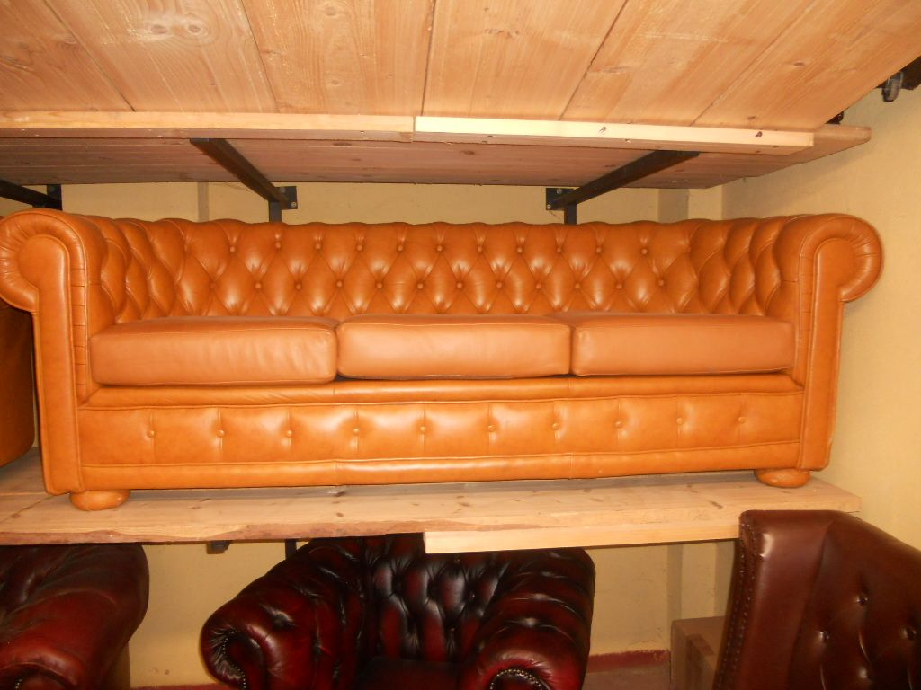 Divano Chesterfield 3 posti originale inglese vintage in vera pelle color giallo dscn3776.jpg