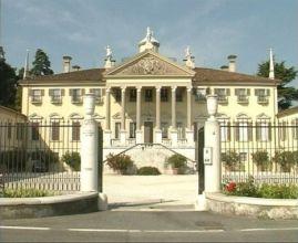 Esposizione del vintage a villa Mazzuchelli