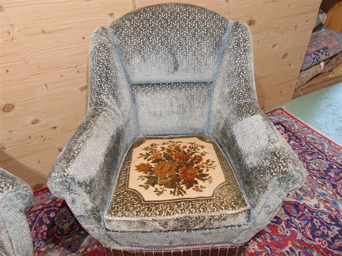 Vintage armchairs with embroidery dsc05483.jpg