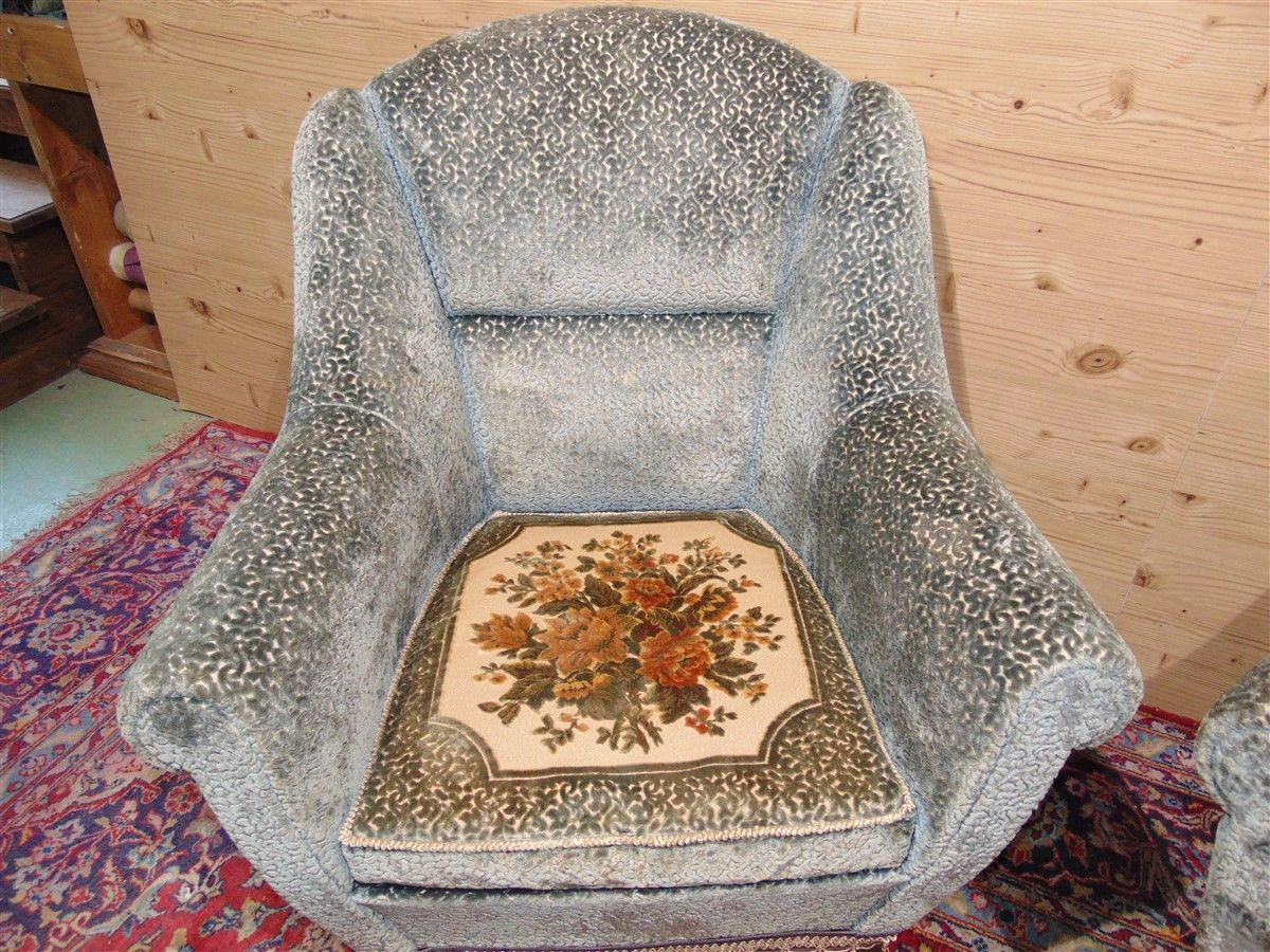 Vintage armchairs with embroidery dsc05484.jpg