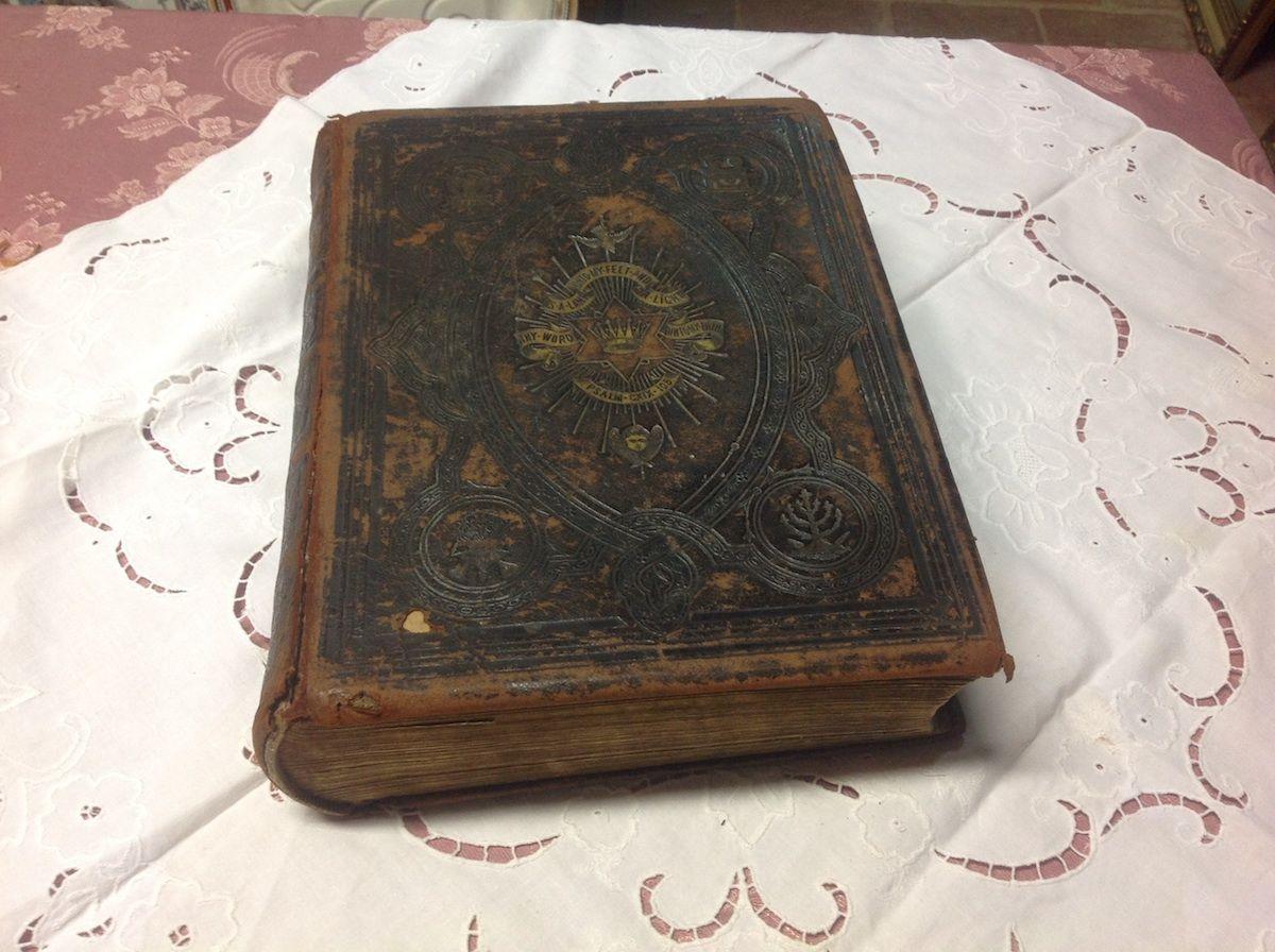 Antica bibbia inglese foto10-04-14164219.jpg