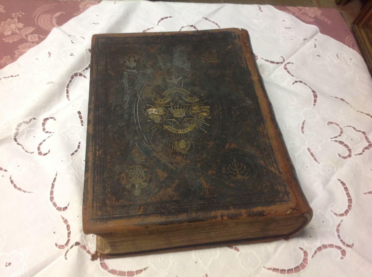 Antica bibbia inglese foto10-04-14164230.jpg