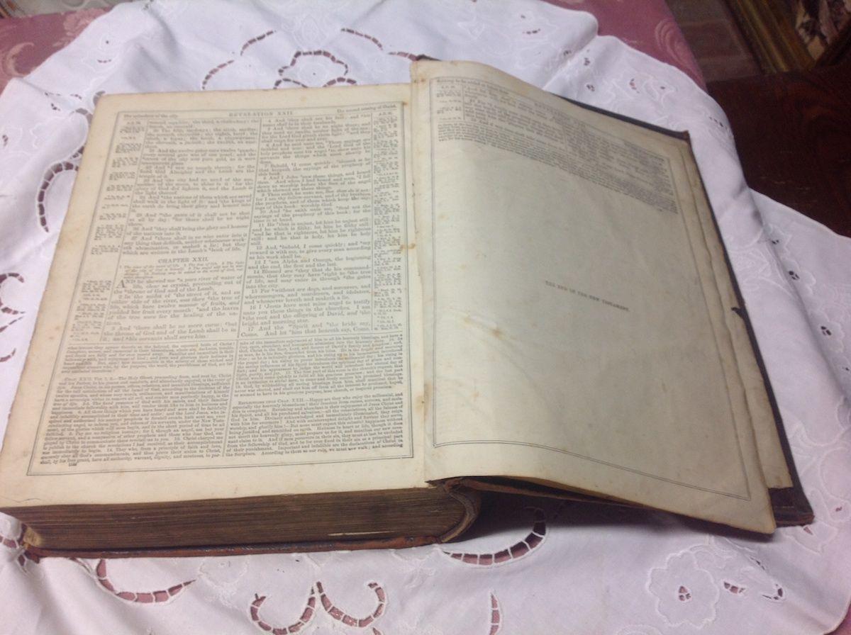 Antica bibbia inglese foto10-04-14164254.jpg