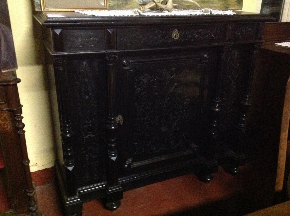 Restaurare Tavolo Legno Rovinato restauro mobili antichi: perchè è meglio fidarsi degli esperti