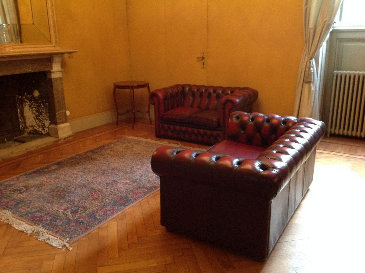 Example of a Chesterfield sofas set up at the Lechi Brescia palace img_2021-1200.jpg