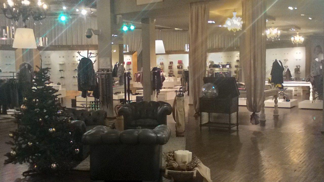 Allestimento di divani Chesterfield allo stock house di Erbusco p_20141124_102401_hdr.jpg